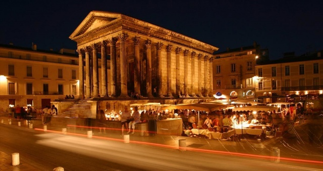 Nîmes by night.jpg